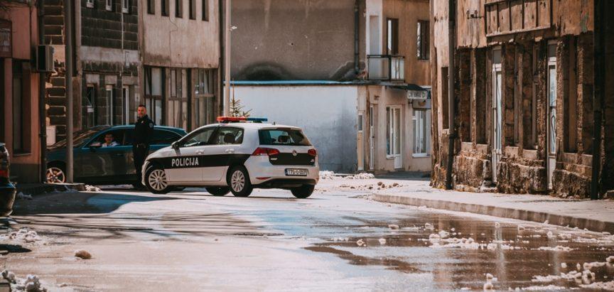 POLICIJSKO IZVJEŠĆE: Fizički napad na maloljetnika i majku