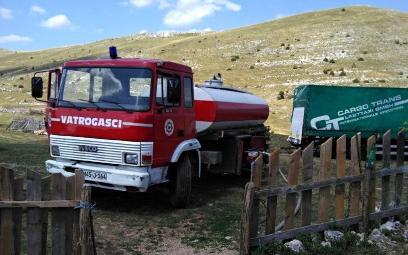 Ramski vatrogasci osim što ovih dana gase požare dostavljaju vodu mještanima