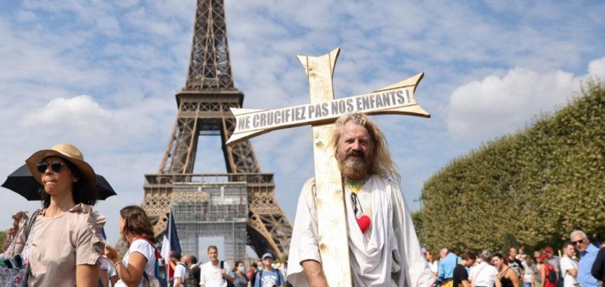 U Francuskoj protiv zdravstvenih covid potvrda prosvjedovalo 140 tisuća ljudi