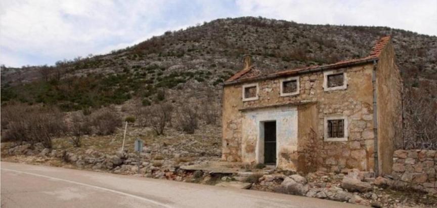 FOTO/VIDEO: Kuća najboljeg nogometaša u povijesti Hrvatske podno Velebita