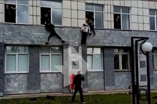 Pucnjava  na Sveučilištu u Rusiji, ubijeno više ljudi, a studenti bježali kroz prozor