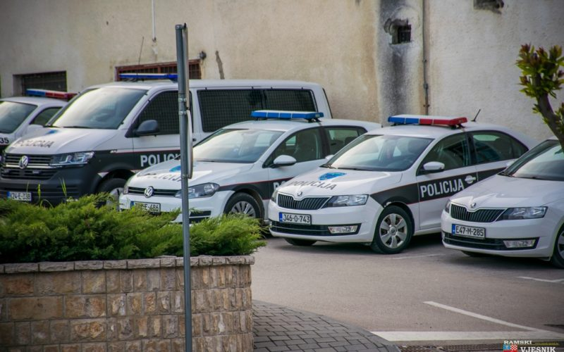 """POLICIJSKO IZVJEŠĆE: Posječena i slomljena stabla šljiva i smreke, oštećeno vozilo """"Šuma hercegovačko-neretvanskih"""""""