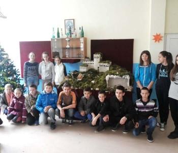 Blagdansko ukrašavanje škole na Uzdolu