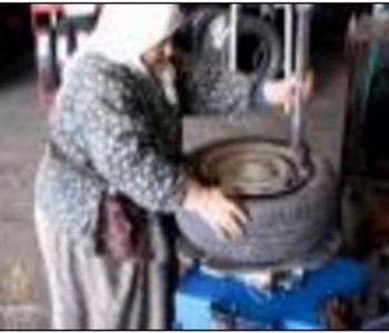 Baka iz Turske i u 71. godini mijenja gume