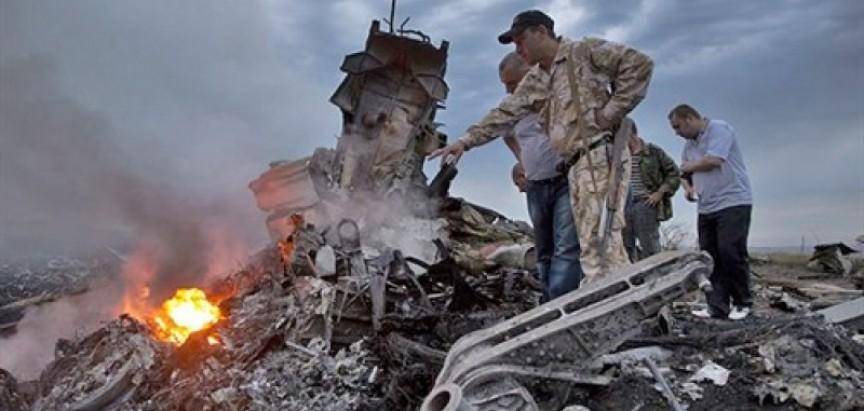 OESS i istražitelji stigli na mjesto pada malezijskog aviona
