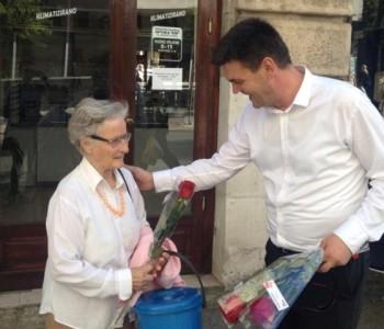 Izbori : Članovi HDZ-a 1990 s umirovljenicima