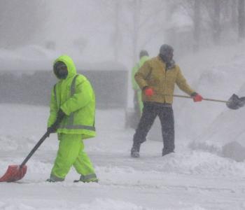 Oluja i arktičke hladnoće otkazale na tisuće letova, zatvorene i škole