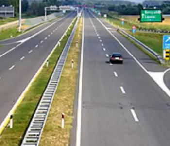 Uz povoljne uvjete za vožnju, promet se na većini cestovnih pravaca odvija bez zastoja