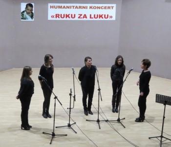 U Domu kulture u Prozoru večeras održan humanitarni koncert: Ruku za Luku