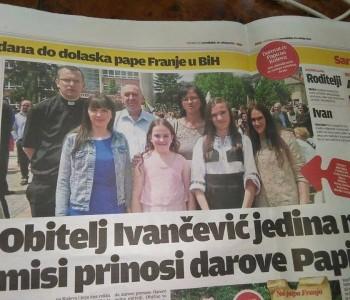 Obitelj Ivančević iz Rame jedina na misi prinosi darove Papi
