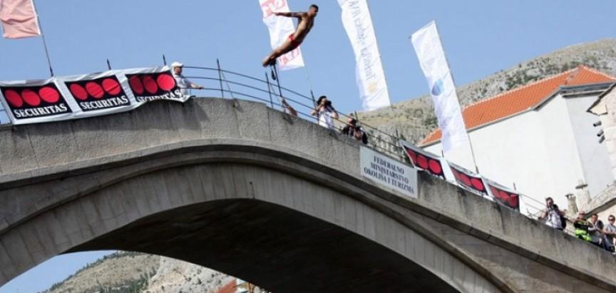 Lorens Listo pobjednik 448. skokova sa Starog mosta