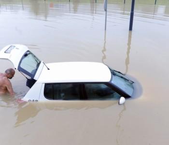 Autom upao u vodu kod Panonskih jezera, pa jedva izašao kroz gepek