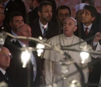 Papa Franjo stopama Benedikta XVI.   U Istanbulu posjetio Aju Sofiju i Plavu džamiju