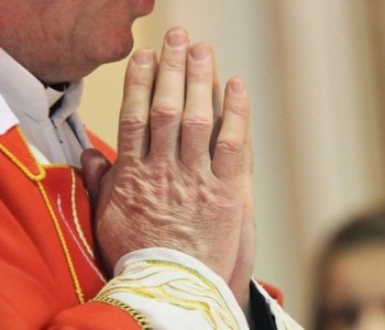 Veliki petak – vjernici okupljeni u tišini
