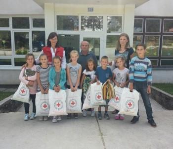 Crveni križ podjelio paketiće u osnovnim školama