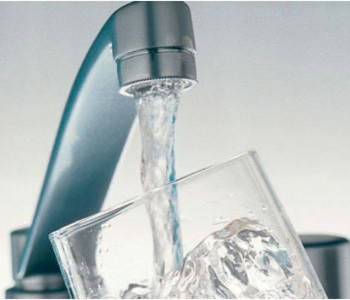 Kako vas konzumiranje vode na prazan želudac može spasiti!?