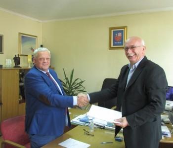 Potpisan Ugovor za asfaltiranje puteva u Rumbocima, Jaklićima, Ploči, Podboru i Borovnici