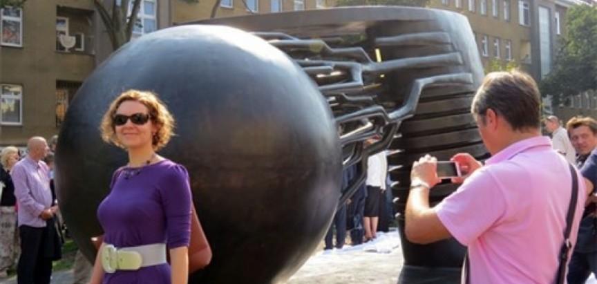 Prag: Otkriven najveći spomenik Tesli na svijetu