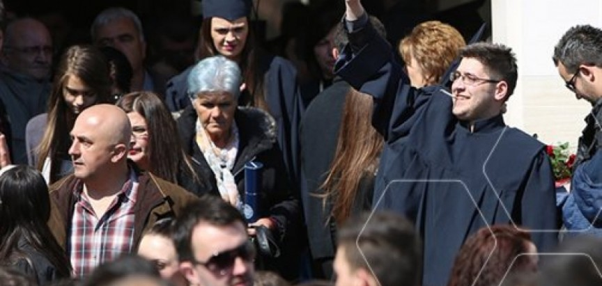 Dodijeljeno 266 diploma studentima Filozofskog fakulteta