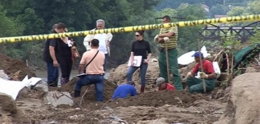 Doboj: Poplava otkrila masovnu grobnicu, žrtvama ruke bile vezane žicom