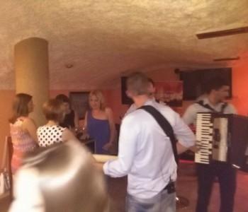 Tamburaški sastav Mediteran iz Mostara nastupio u Caffe pizzeriji Mondeo