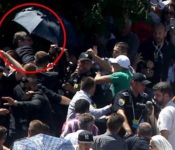 VIDEO: U Potočarima kamenjem i cipelama napadnut srbijanski premijer Vučić