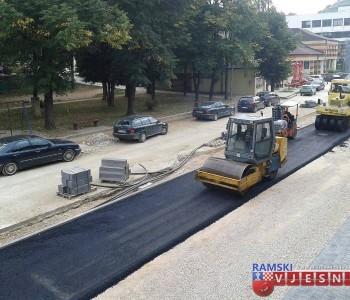 FOTO: Nastavlja se asfaltiranje glavne gradske ulice u Prozoru
