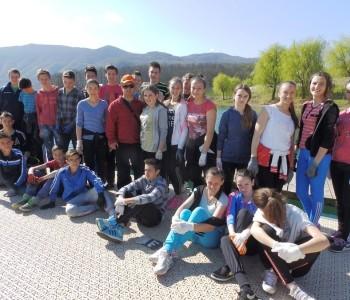 FOTO: Učenici OŠ fra Jeronima Vladića u Eko akciji čišćenja obale Ramskog jezera