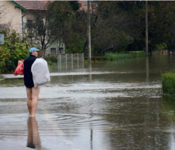 Evakuirano stanovništvo, poplavljene Plitvice, voda i dalje prijeti…