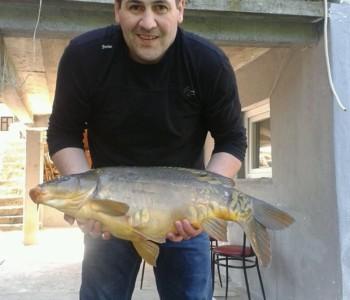 U Jablaničkom jezeru na Gračacu ulovljen šaran kapitalac