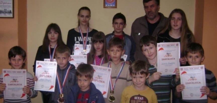 """Luka i Sara pobjednici pojedinačnog prvenstva škole šaha """"QUEEN"""" za 2014. godinu"""