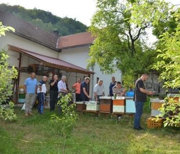 FOTO: Predavanje i demonstracija uređaja za sakupljanje pčelinjeg otrova