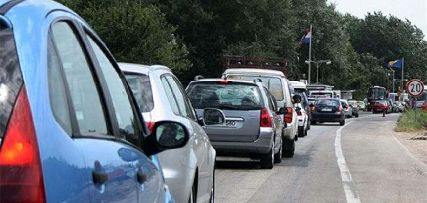 Nove gužve na izlazu iz BiH – U Doljanima se čeka do sat vremena