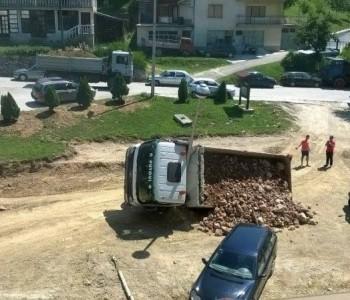U Splitskoj ulici prevrnuo se kamion, nema ozlijeđenih