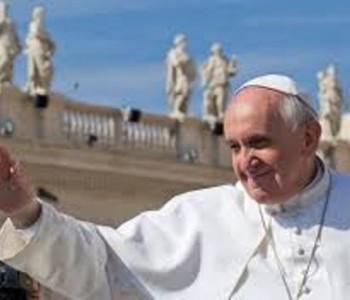 Papa Franjo stigao u Albaniju; na ulicima ga pozdravlja tisuće vjernika